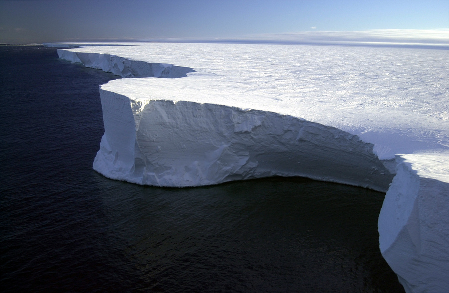 Research_on_Iceberg_B-15A_by_Josh_Landis%2C_National_Science_Foundation_%28Image_4%29_%28NSF%29.jpg