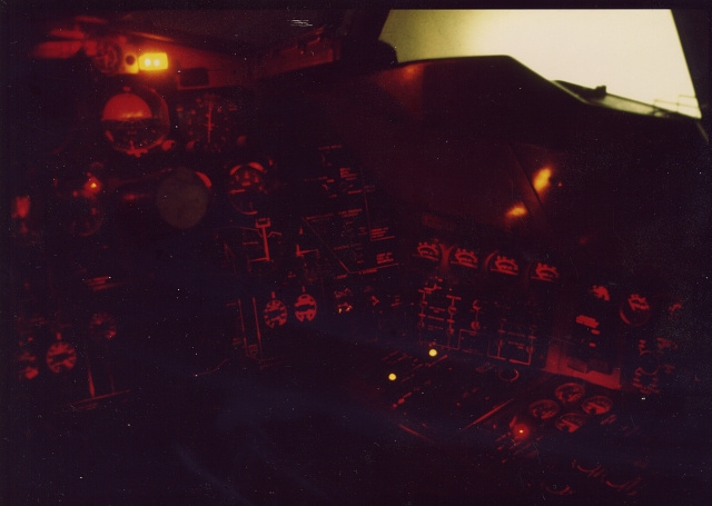 b-52_simulator_night_mode_right_96_bpi.jpg
