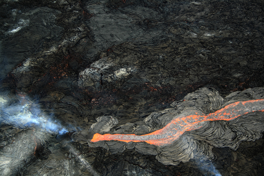 lava_flow_at_hawaii.jpg